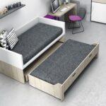 выдвижная кровать с серым матрасом