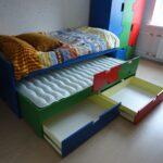 выдвижная кровать разноцветная