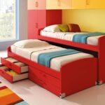 выдвижная кровать красного цвета