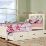 выдвижная кровать с цветами