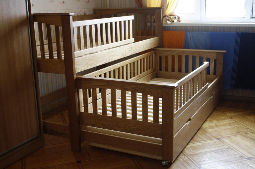 кровать для малыша и ребенка постарше