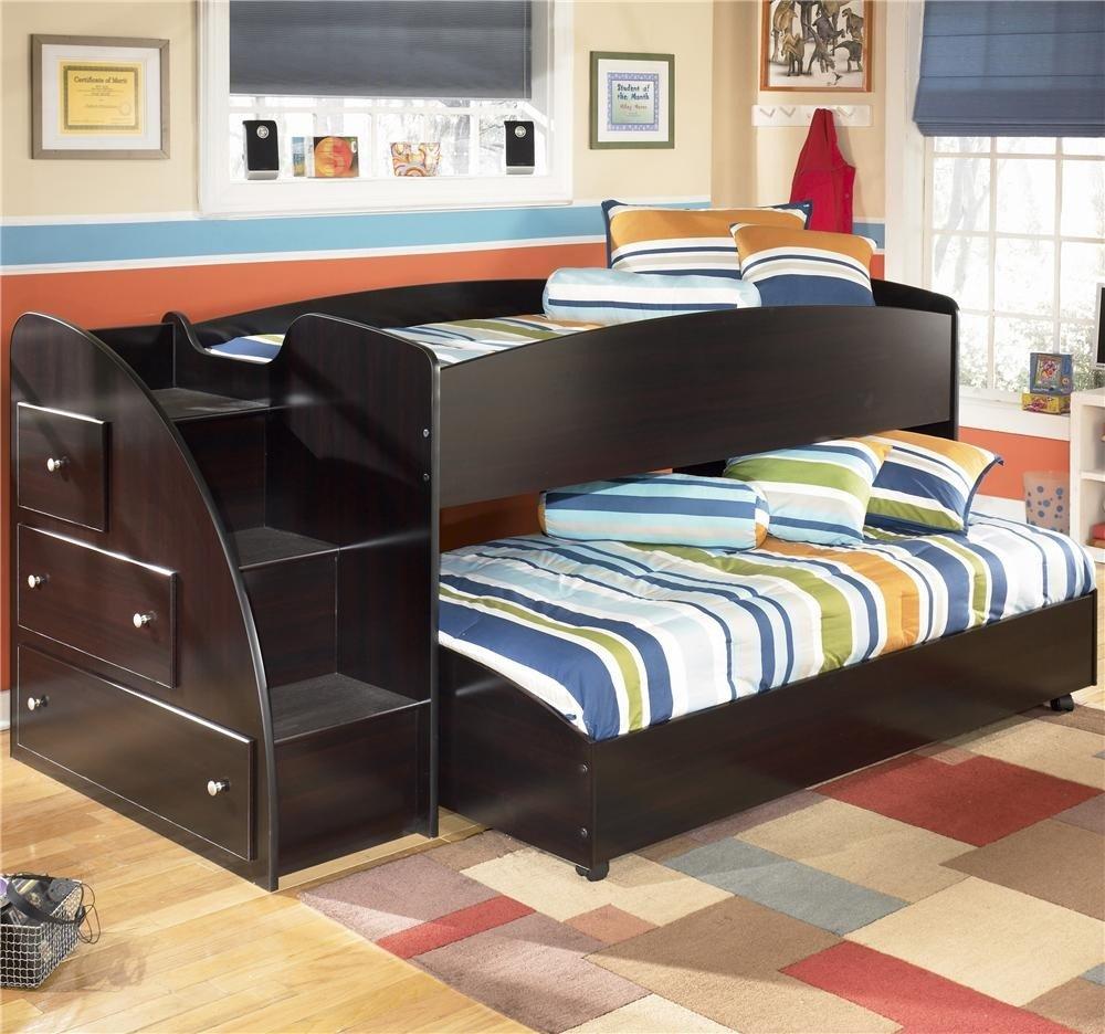 кровать для двоих детей из темного дерева