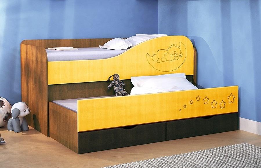 желтая кровать для ребенка