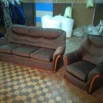 замшевый диван темный
