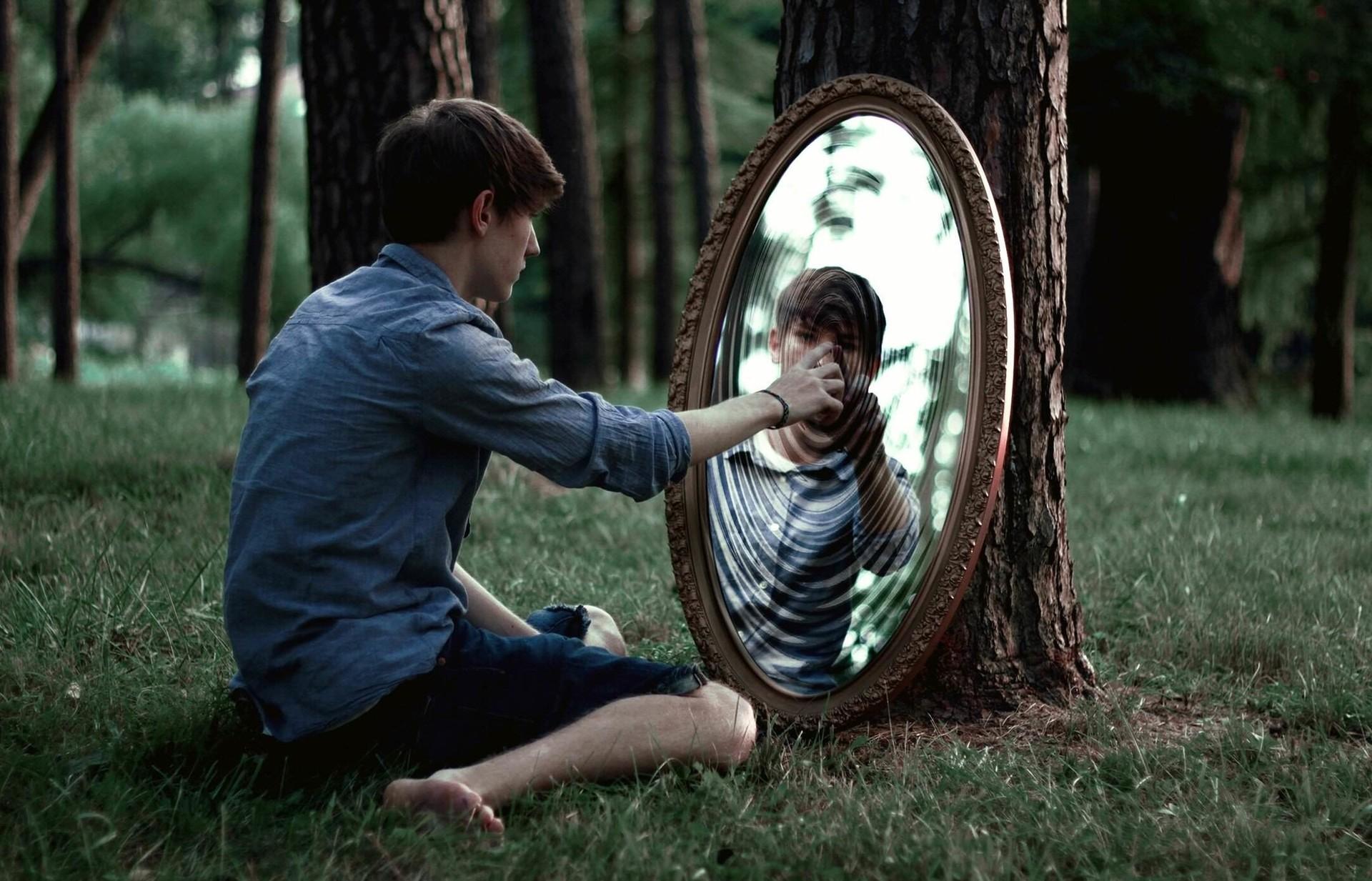 Зеркалу приписывают