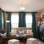 бирюзовые шторы с телесным диваном