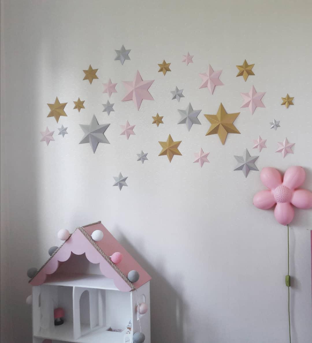 Звезды на стене из салфеток