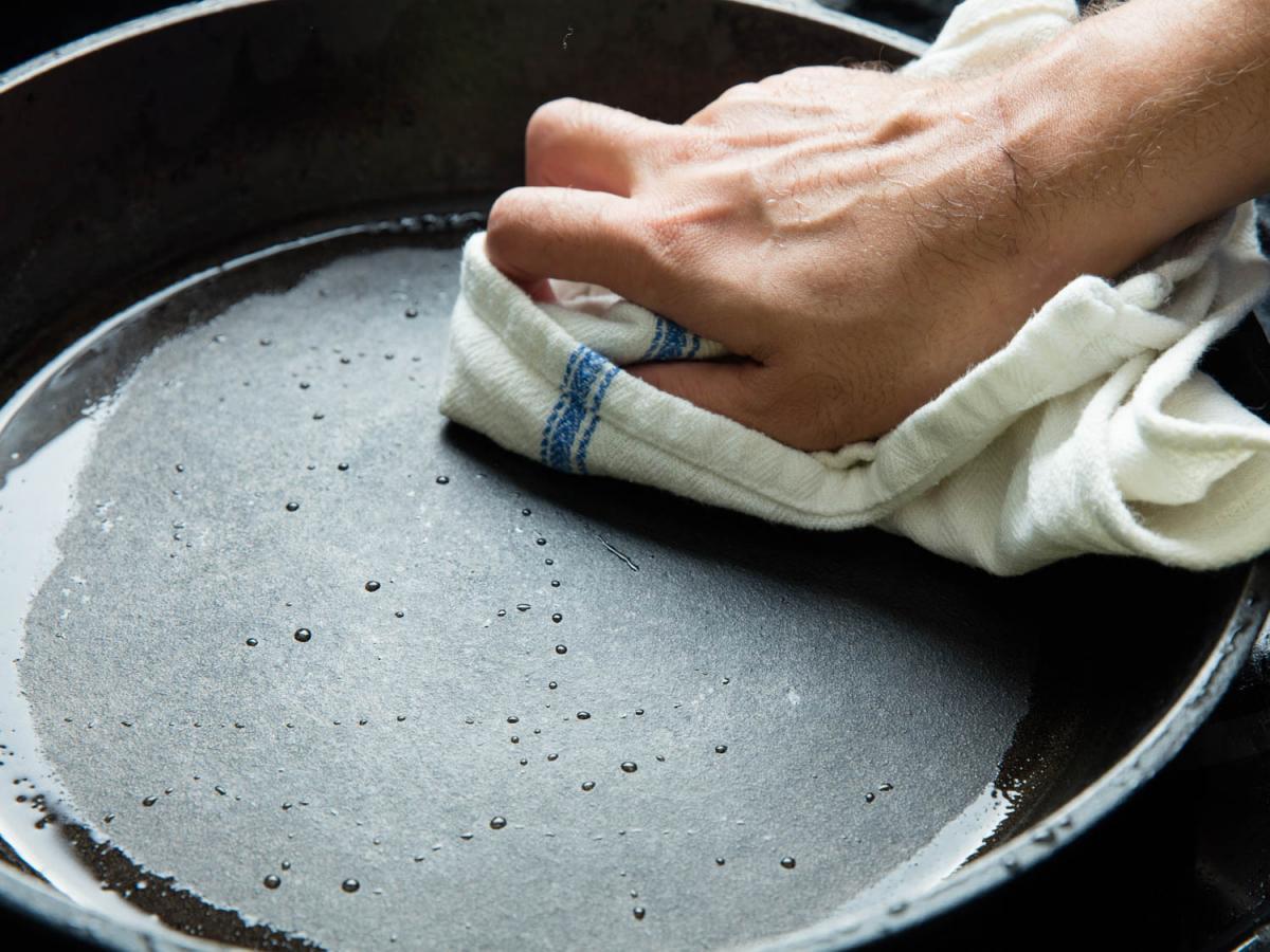 чистка сковороды от нагара фото