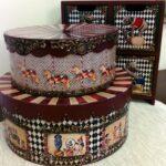 декор коробки круглые коричневые