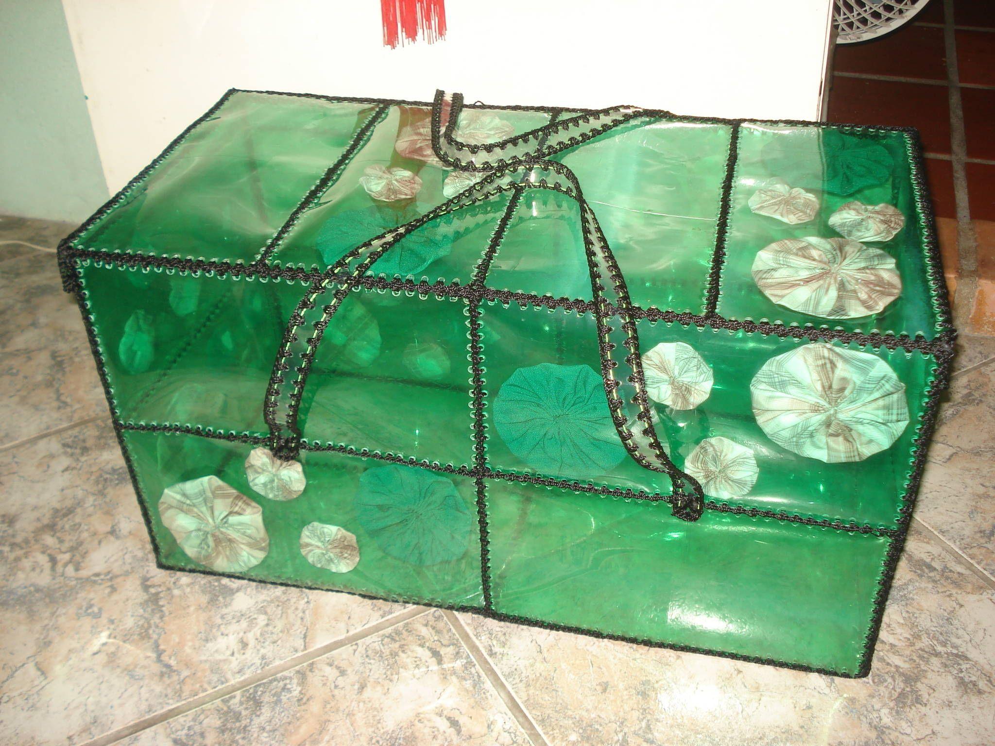 коробка из пластиковых бутылок
