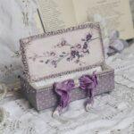 декор коробки фиолетовой