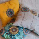 вышитая подушка декор
