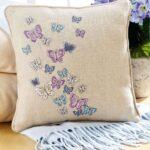 вышитая подушка бабочки