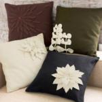 вышитая подушка цветок