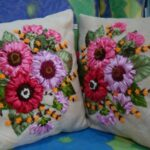 вышитая подушка цветы