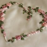 вышитая подушка сердце