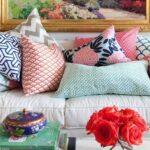 вышитая подушка яркие