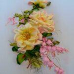 вышитая подушка розы