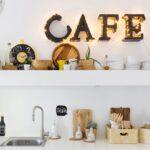 полка в кафе