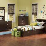 темно-коричневая детская кровать