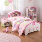 кровать в детском интерьере для девочки