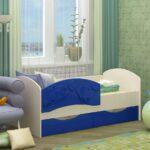бело-голубая детская кровать