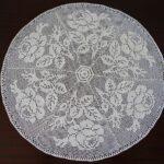 филейная салфетка круглая с розами