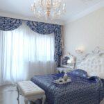 греческие шторы синие в спальне
