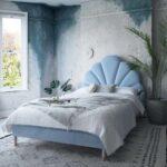 изголовье кровати голубое