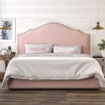 изголовье кровати розовое