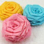розы из салфеток цветные