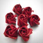 розы красные из салфеток