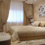шторы бежевые в спальне