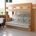 двухъярусная кровать с диваном из светлого дерева