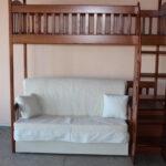 кровать-диван из дерева