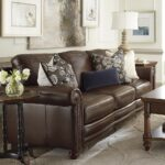 коричневый диван декор