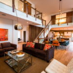 коричневый диван идеи декор