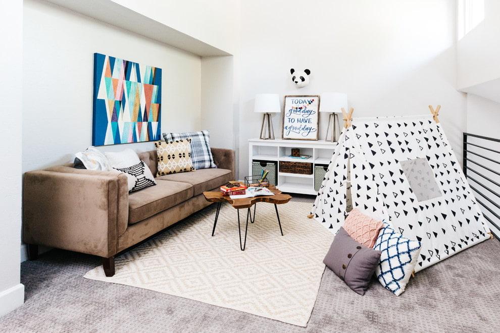 коричневый диван в детской