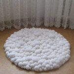 коврик из помпонов идеи интерьер