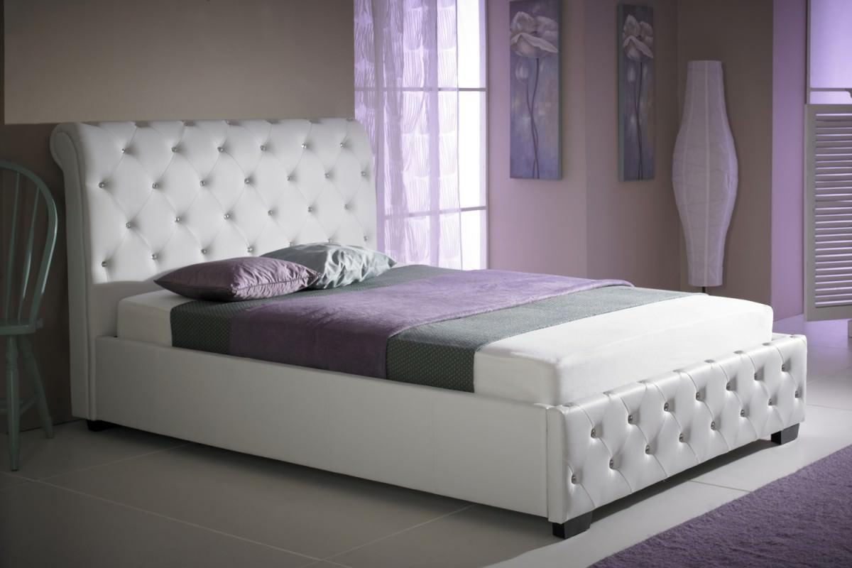 кровать расположение