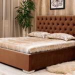 кровать коричневая