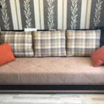 диван-кровать икеа в комнате