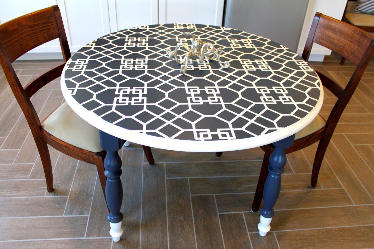 круглый стол из плитки