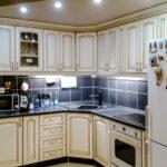 кухонные шкафы до потолка красивые