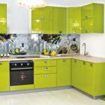 кухонные шкафы до потолка зеленые