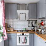 кухонные шкафы до потолка серые