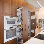 кухонные шкафы до потолка с выдвижным