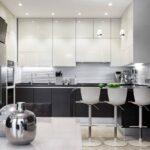 кухонные шкафы до потолка с баром