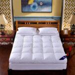 матрас для двуспальной кровати декор фото