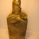 бутылка обернутая тканью с цветком